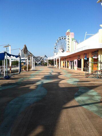 File:Arcade concourse.jpg