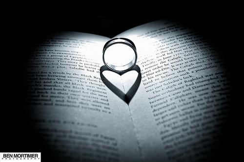 File:Love through a ring.jpg