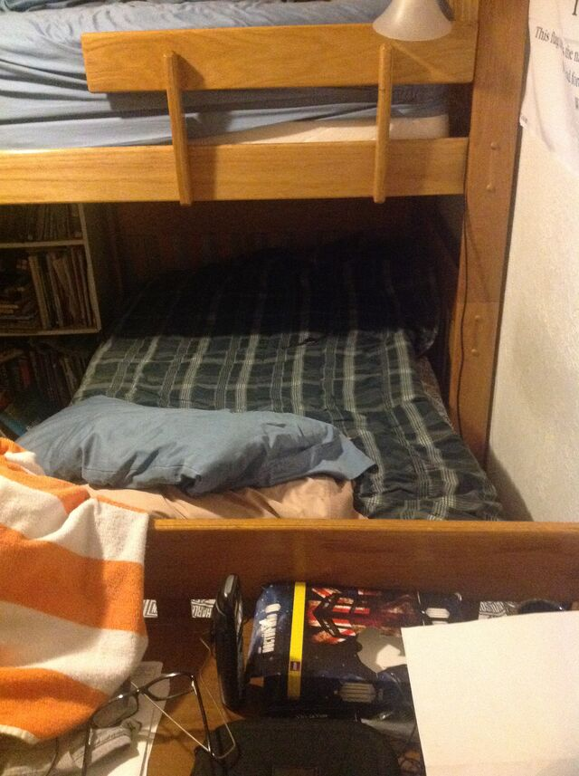 File:Bunk-bed.jpg