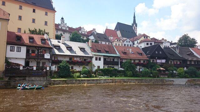File:Vlatava Fluß.jpg