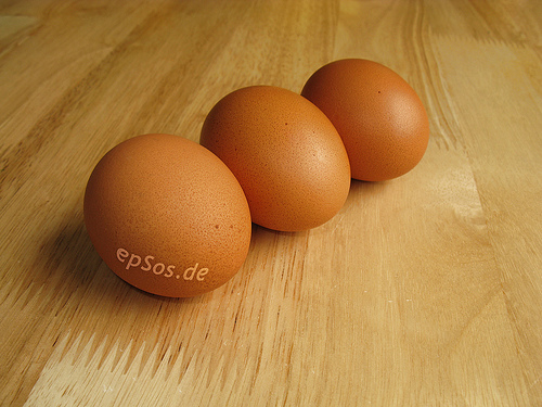 File:3 Brown Boiled Chicken Eggs.jpg