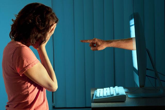 File:Cyberbullying-ciberacoso-chica-ohmygeek.jpg