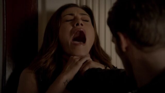 File:Niklaus choking Hayley TO 1x02.jpg