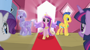 Cadance walking out of the train S4E11