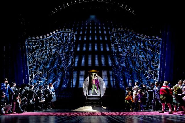 File:Charlie-and-the-chocolate-factory-musical-2013-21.jpg
