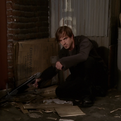 Sid apports his Darklighter Crossbow.