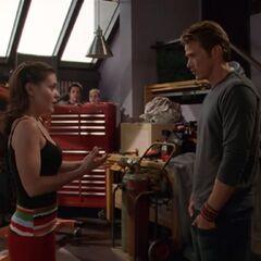 Phoebe talking to Dex