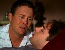Chris sterft in Leo's armen