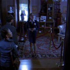 W alternatywnej przyszłości Wyatt zmienił dom w muzeum. - <a href=