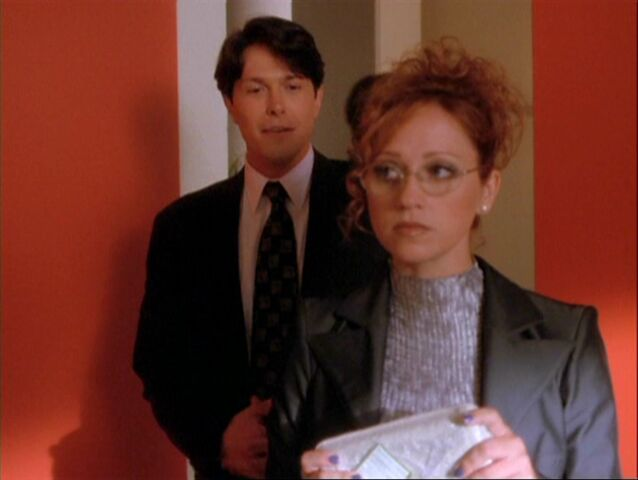 File:1x08-Rex catches Hannah blabbing.jpg