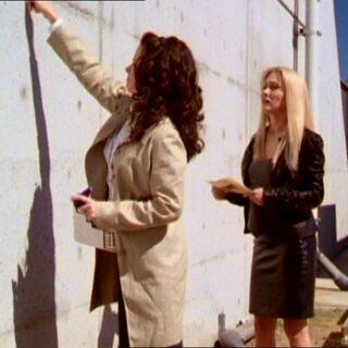 Piper draws a door