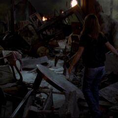 Zniszczone wnętrze rezydencji - <a href=