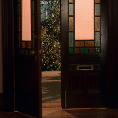Piper and Leo's granddaughter telekinetically closes the Manor's front door.