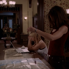Phoebe scrying for Billie's parents.