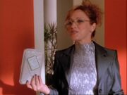 1x08-Hannah happy about taking sandwich