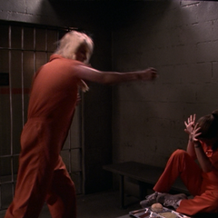 Piper freezes her cell mate.