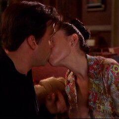 Past Phoebe and  Drake Kissing