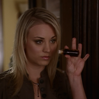 Billie steals a vial with the vanquishing potion from the Charmed Ones.