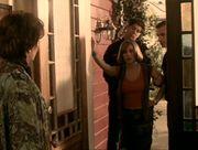Phoebe escorté police
