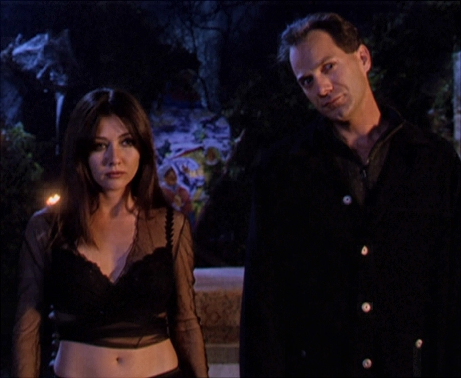 https://vignette.wikia.nocookie.net/charmedhalliwell/images/2/25/Prue_and_Zile.jpg/revision/latest?cb=20120720114019