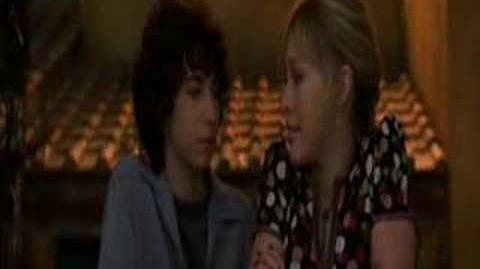 Lizzie and Gordo KISS!!!