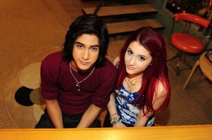 Avan-and-Ariana-avan-jogia-12412729-399-264