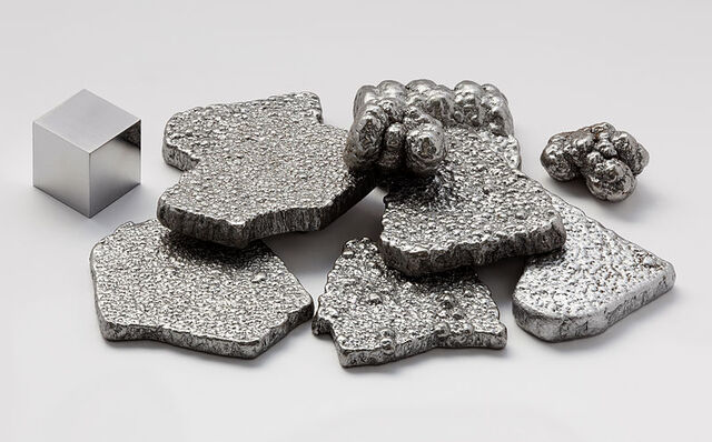 File:800px-Iron electrolytic and 1cm3 cube.jpg