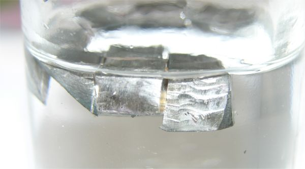 File:Lithium in paraffin.jpg