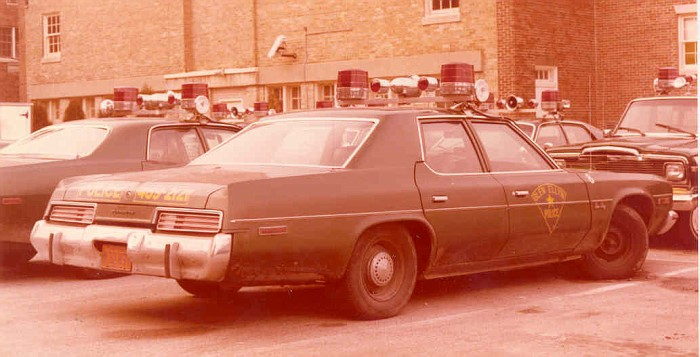 Glen Ellyn 1976 Plymouth GranFury