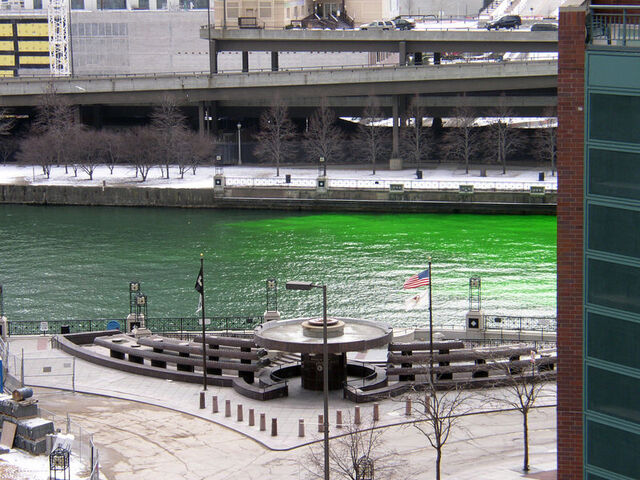 File:Chicago River dye travelling upstream.jpg