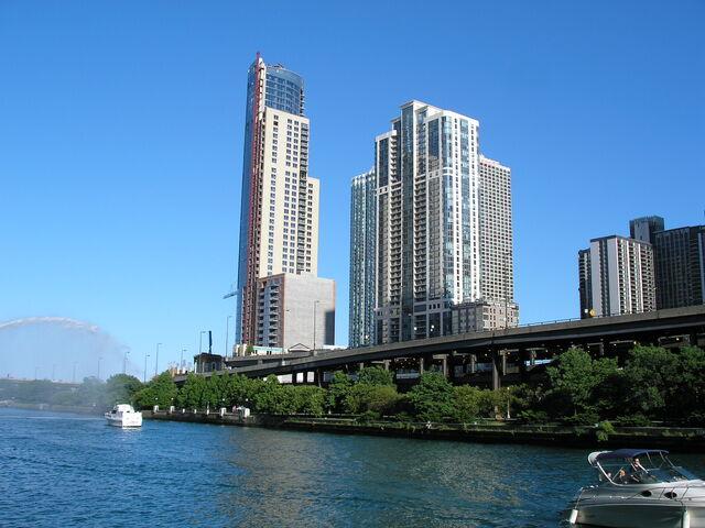 File:Modern high-rises line the Chicago River.JPG