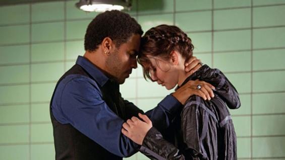 File:Cinna and Katniss.jpg