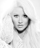 CHRISTINA-AGUILERA-YOUR-BODY-THE-ROOTS-LATE-NIGHT-WITH-JIMMY-FALLON
