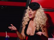 Christina-Aguilera-031912-600x450