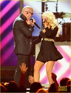 Christina-aguilera-pitbull-billboard-music-awards-2013-performance-video-12