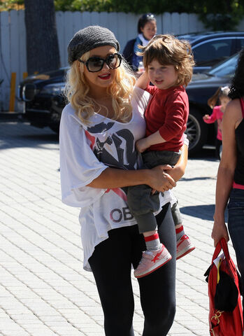 File:Christina-aguilera-on-son-max-he-wants-me-all-to-himself-500x687.jpg