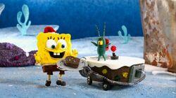 Plankton gives SpongeBob a fruitcake