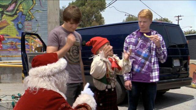 File:Zeke & Luther vs Santa & Elf.JPG