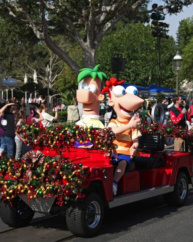 File:Phineas-and-Ferb-at-Disney-Parks-Christmas-Day-Parade.jpg