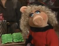 Miss Piggy buying Kermit's present