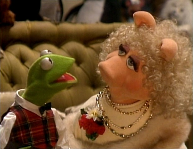 Have yourself a merry little christmas christmas specials wiki kermit and miss piggy sing the song in a muppet family christmas solutioingenieria Images