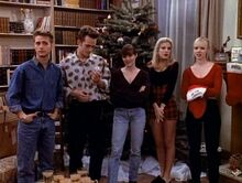 A-Walsh-family-Christmas-kelly-taylor-and-brenda-walsh-41198701-500-378