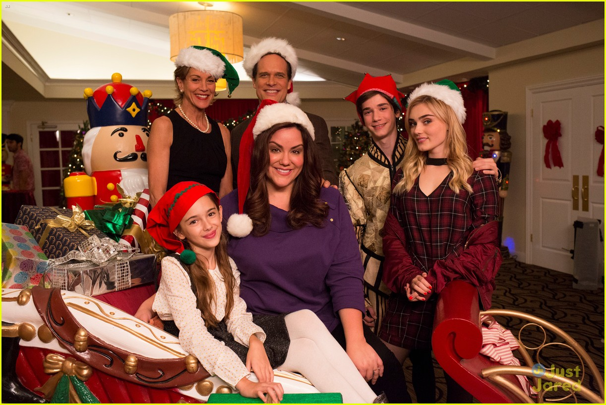 Saving Christmas.Saving Christmas American Housewife Christmas Specials