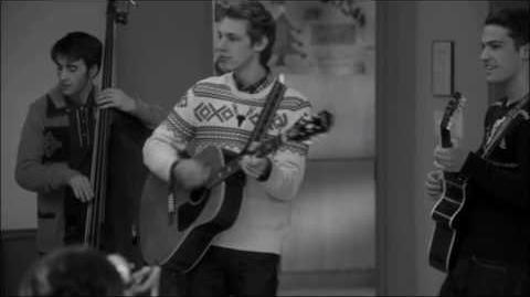 Glee - Feliz Navidad Full performance 4x10