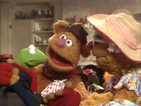 Fozzie introducing Kermit