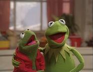 Kermit and Robin Sing Jingle Bells