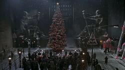 Batman-returns-xmas-01-tree