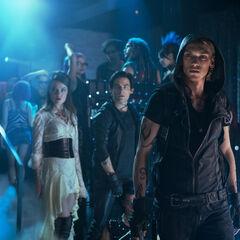 im Pandemonium, Jace Izzy und Alec bringen einen Dämonen um