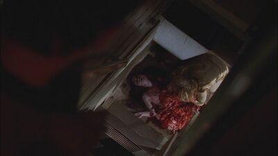 1x04-Jenifer-masters-of-horror-12418720-500-281