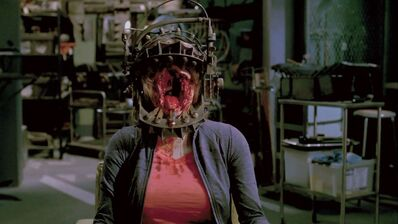 Betsy Russell-Saw7 4